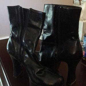 Chinese laundry heeled boots size 8 1/2